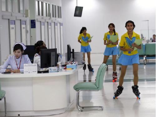 Yanhee Hospital Uses Nursing Aides On Rollerblades To